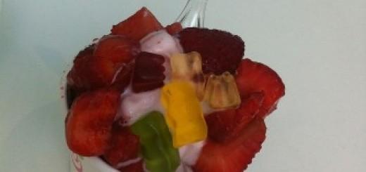 dondurulmuş meyveli yoğurt